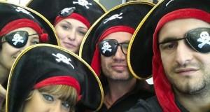 צוות הפיראטים ערוך ומוכן, קפטן יגאל גוט. פורים במספרת Heads סניף נס ציונה